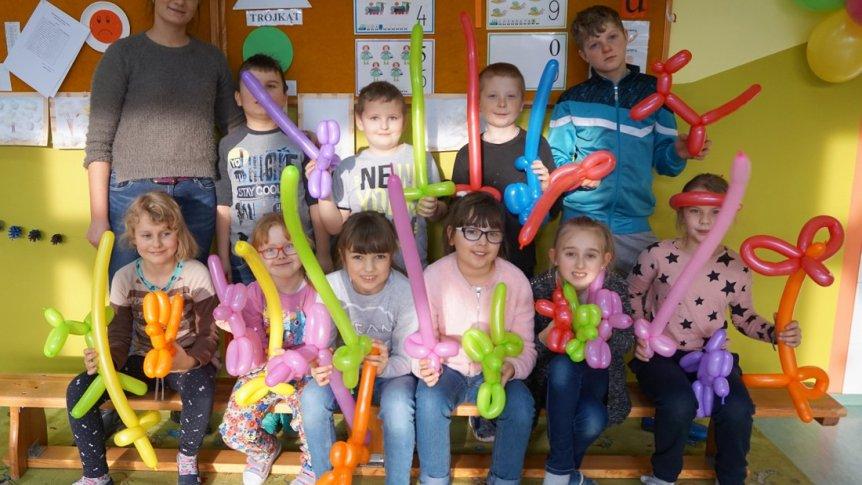 Feryjne warsztaty balonowe w ZPPO w Broku