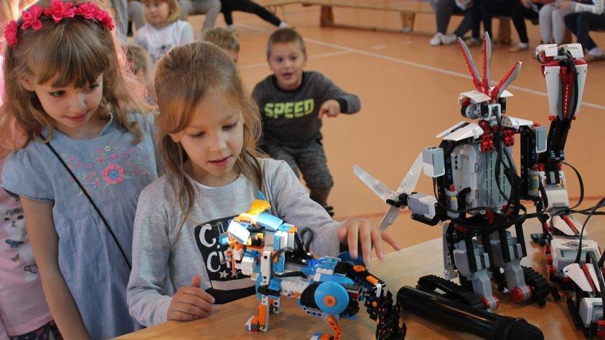 Pokaz robotyki w ZPPO w Broku
