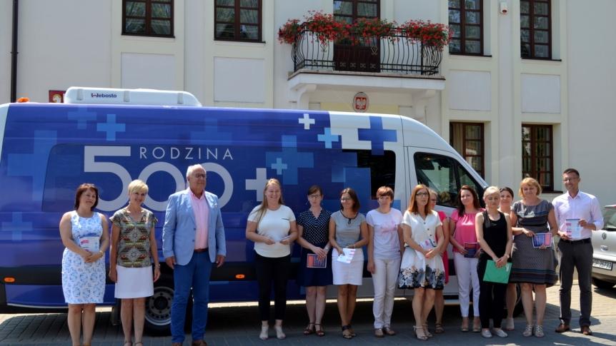 Bus informacyjny 500+ na pierwsze dziecko przyjechał do Broku