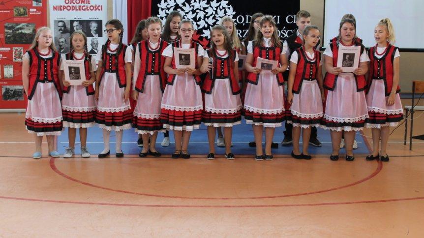 Dnia 18 maja 2018 r. Szkoła Podstawowa im. Marszałka Józefa Piłsudskiego w Broku obchodziła swoje święto