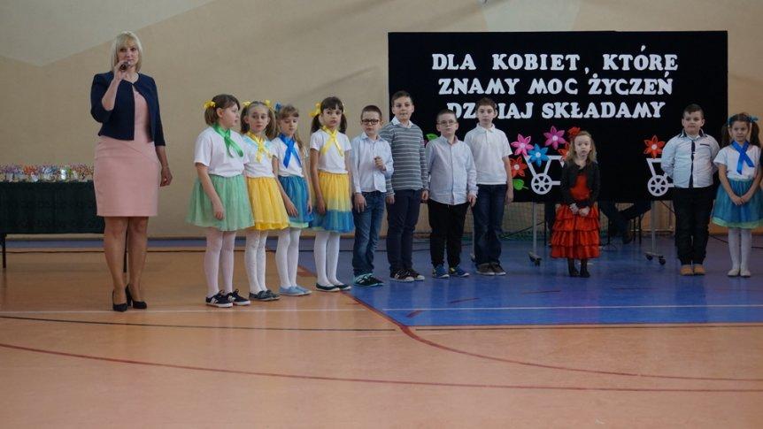 Uroczysta akademia z okazji Dnia Kobiet w ZPPO w Broku