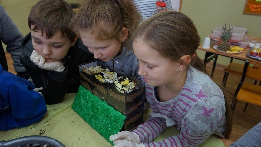 """""""Eksperymenty-to dobra zabawa""""- zajęcia w ramach projektu """"Większe możliwości lepszy start"""" w ZPPO w Broku"""